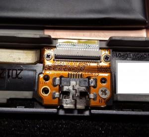 Bild 3: Flachbandstecker öffnen